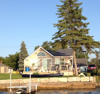 Prince Edward County Waterfront - Belleville - Zomerhuis/Cottage