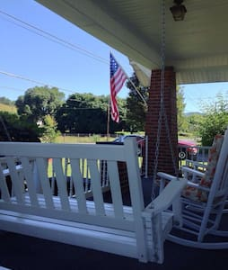 Arts/Crafts Charming 1920s Cottage - Chilhowie