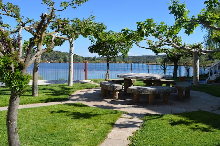 Descanso Laguna del Rey        B78425337