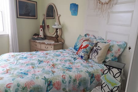 Bright clean room with kitchenette. Hot breakfast!