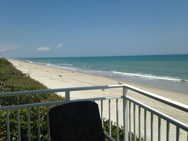 Ocean-front Condo, One Hour from Orlando