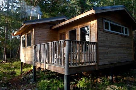 Off Grid Living at Jessie's Path - Lasqueti Island - Blockhütte