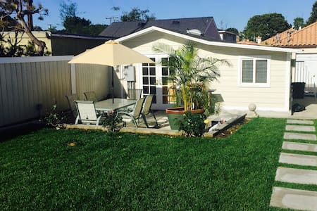 Charming House Close to Beach - El Segundo - Bed & Breakfast