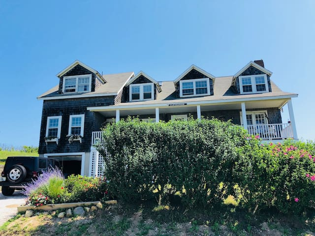 Nantucket Beach Front Home 5br in Sconset