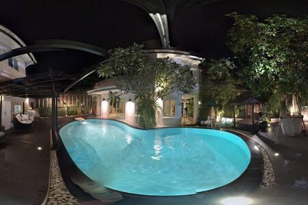 Resort home with thai cooking food - Bangkok
