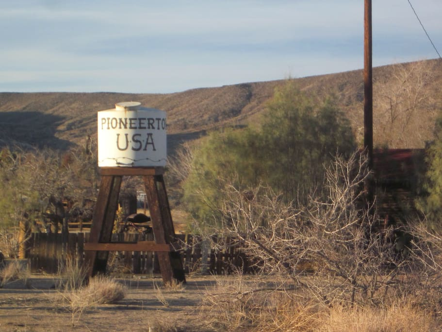 5 Miles from Pioneertown home of Pappy and Harrietts