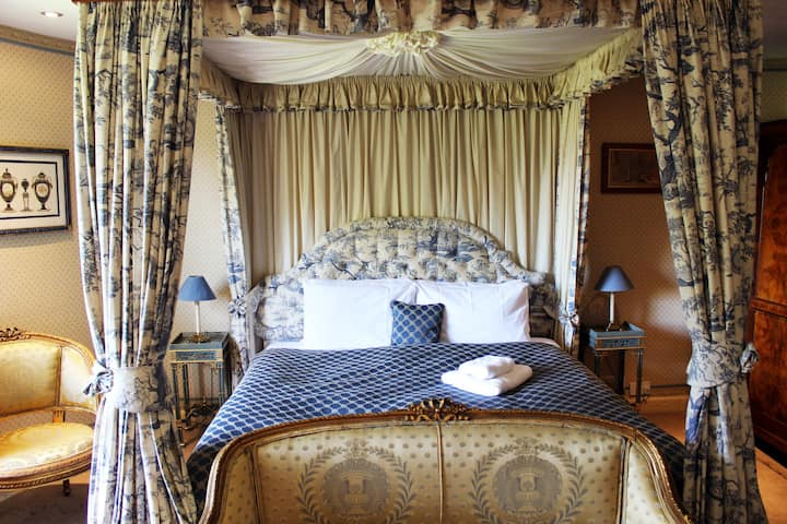 Four Poster en-suite in a Georgian 4* +parking