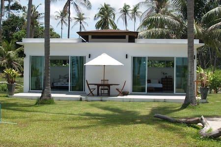 Gorgeous 2 Bedroom Beachfront Bungalow - Ko Samui