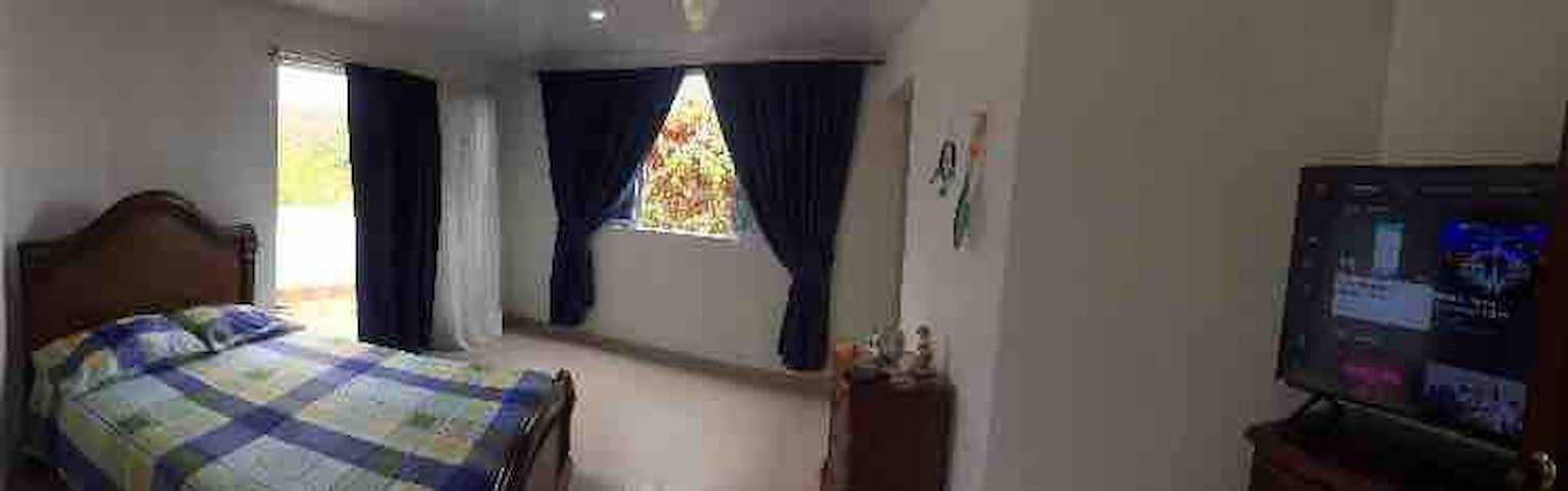 Habitacion de 7x8 con baño privado y hermosa vista
