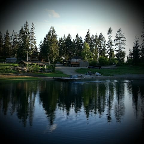 Argh Lake. Go fishin' for your diner! - Lumby - Penzion (B&B)