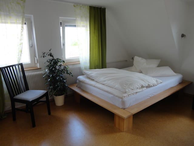 nice room only for women - Schlaitdorf - Huis