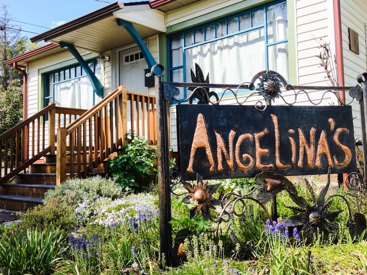 Previously home to Angelina Organic Skincare, now a freshly remodeled cottage!