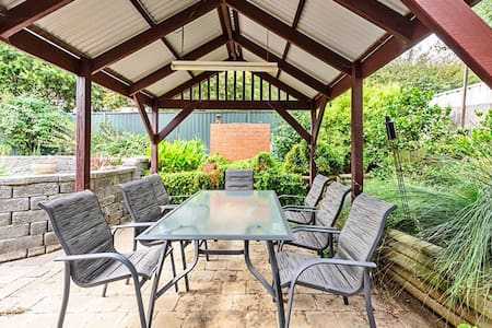 South Canberra Family Sized Home - Wanniassa - Hus