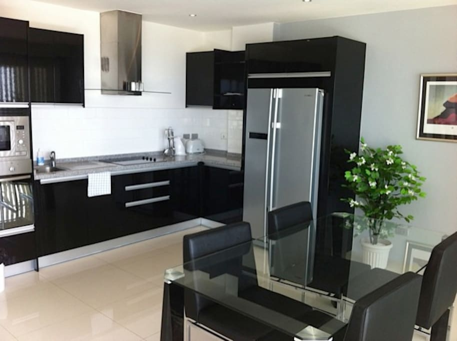 Fully equipped modern kitchen with oven/stove