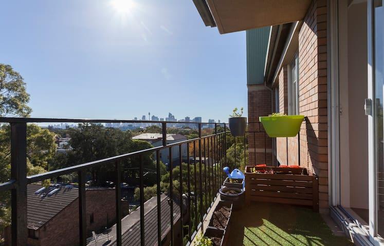 Inner City Retreat - Skyline Views - Newtown - Apartment