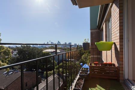 Inner City Retreat - Skyline Views