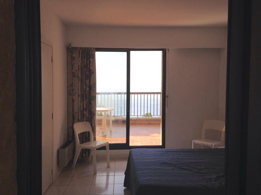 Chambre avec lit double et solarium vue sur mer