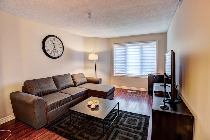 Upscale Private 2 Level Townhouse Downtown Toronto