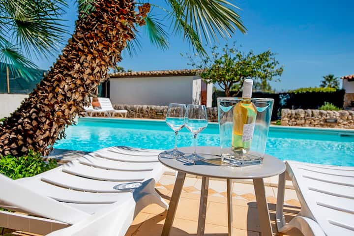 Villa Rebecca - Orange with pool and jacuzzi