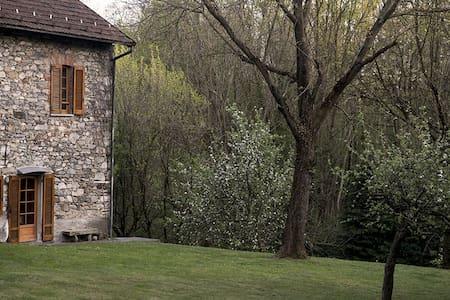 Casa di campagna tra i laghi - Barquedo - บ้าน