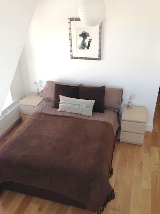 Seablue Loft spacious double bedroom wooden floor