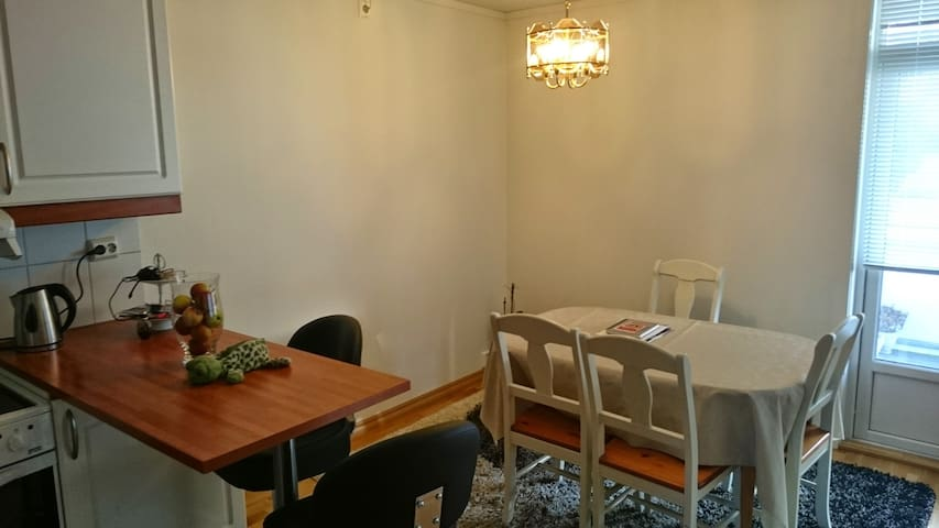 Romslig leilighet rett ved Moa - Apartments for Rent in Ålesund ...