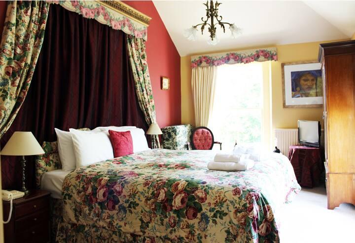 Kingsize Room. Elegant Georgian