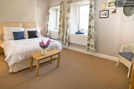 Beautiful B&B double en-suite room - Burton-in-Kendal - Bed & Breakfast