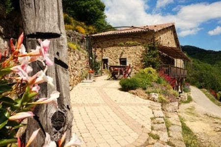 Les Champs d'Aubignas - Goutelle - Chirols - Bed & Breakfast