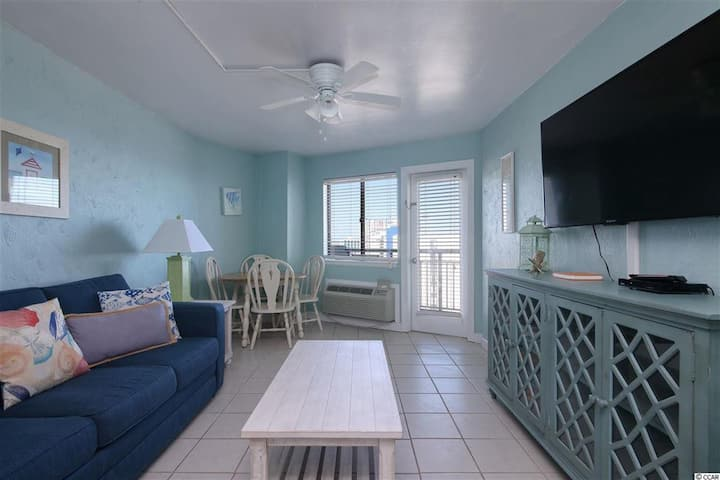 MYRTLE BEACH OCEANFRONT KING WITH GREAT AMENITIES!