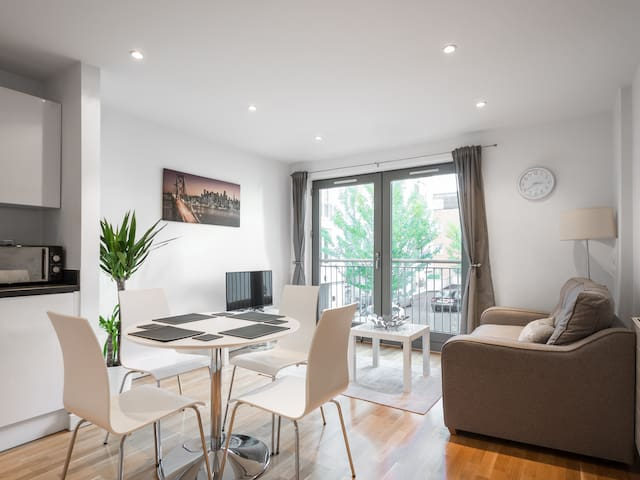 Long Stay Central Apartment/private garden/Parking