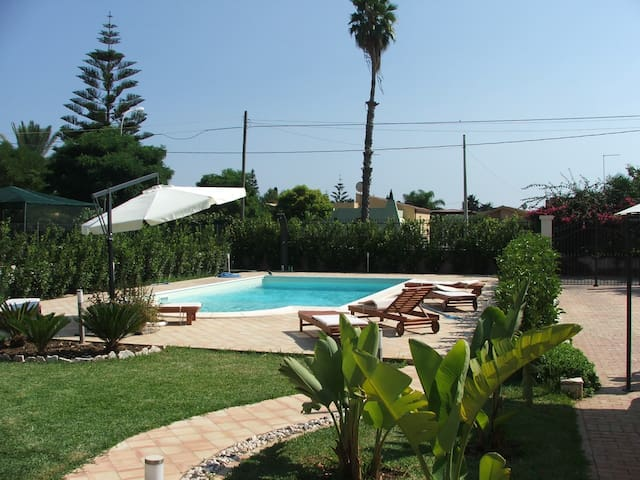 Holiday House with pool and Wi-fi - Arenella - Departamento