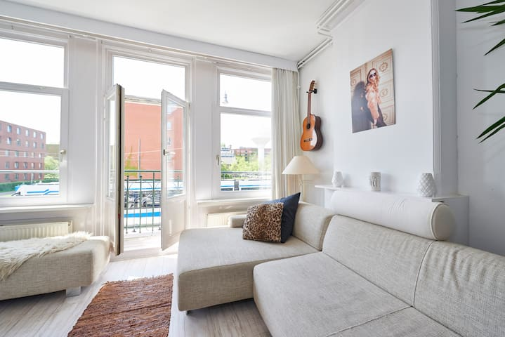 Sunny apartment next to Westerpark