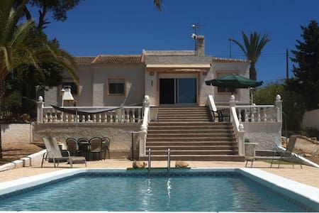Beachside villa with private pool - Pilar de la Horadada