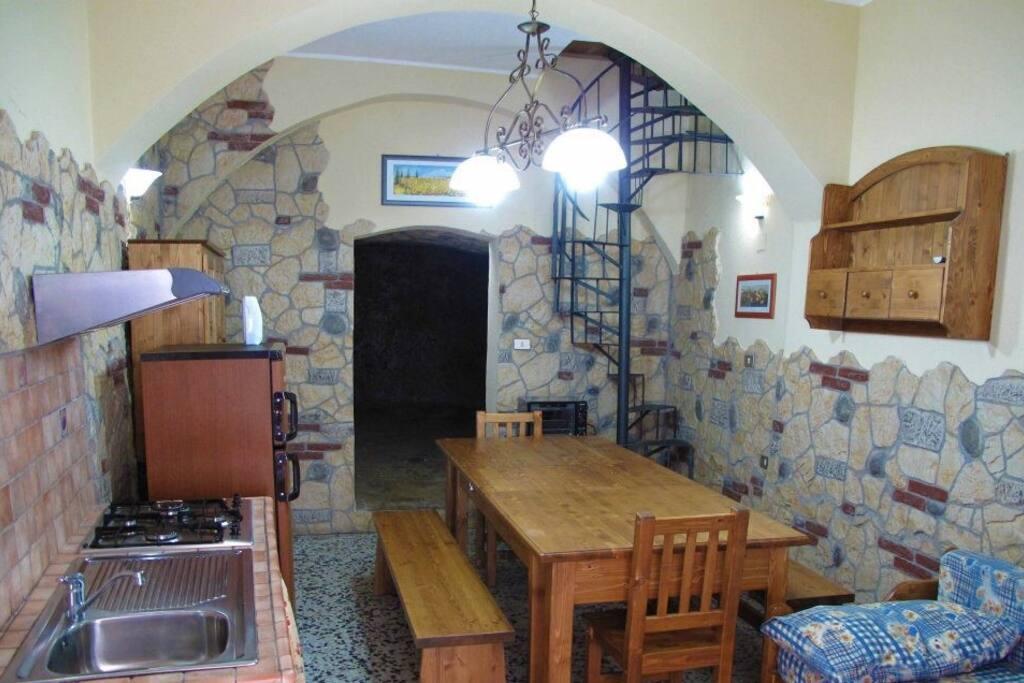 Cucina e Tavolo ampi