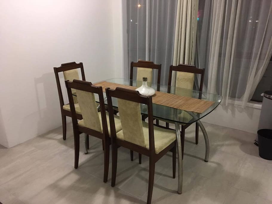 Dinning table with 5 dinning chairs.