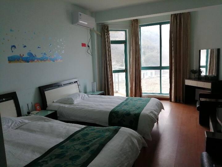 连岛大沙湾浴场边上舒适双床房3