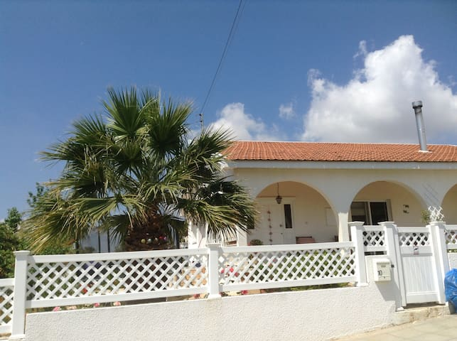 Traditional Cypriot family home - Korfi - House