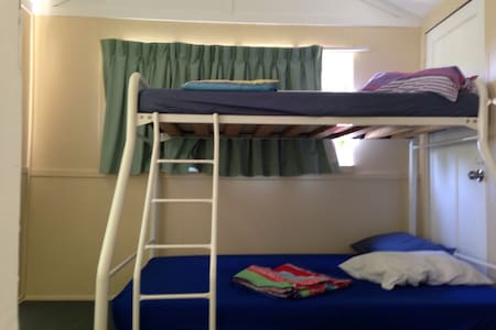 Sun Room, Bunk bed for families - Murarrie - 獨棟