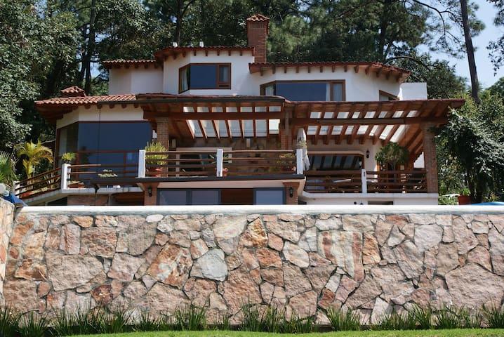 Casa mexicana en el bosque y vista al lago - Valle de Bravo - House
