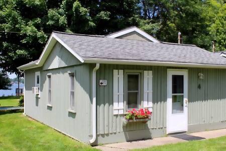 Modern Lakeside Cabin w/Dock (Pets Welcome!) - Colon