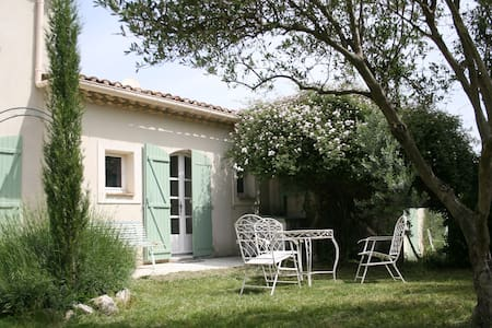Appartment with pool near Avignon