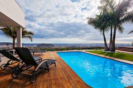 Villa de lujo con vistas y piscina climatizada! - คอสตา อเดเจ - วิลล่า