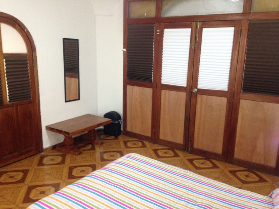 Entrada de madera de la recámara/ Wooden Bedroom entrance