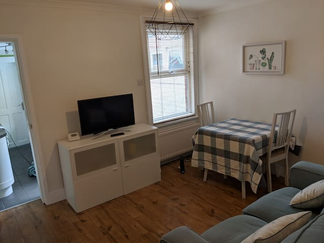 Large double room near town & station