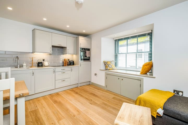 Hawkers - Stylish Ground Floor Home in Padstow