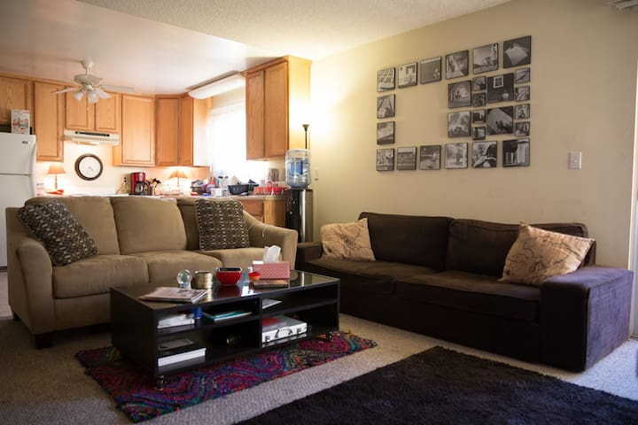 Duplex apartment in the heart of Downtown Burbank