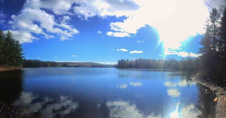4 Season Lakefront Cottage close to Algonquin Park