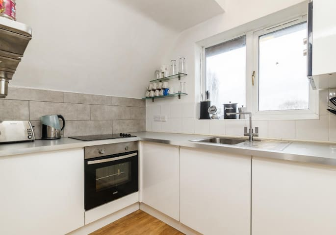 Two Bedroom Apartment in Grove Park, South London - London - Wohnung