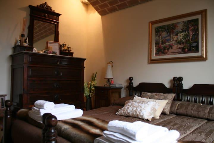 Camera Montescudo con splendida vista mare - Montefiore Conca